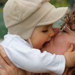 子どもに虫歯菌がうつるからキスをしてはいけない?